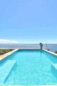 Ocean View House is 'n luukse 4 ster-gastehuis wat in Kaapstad, slegs 1,3 km vanaf Kampsbaai se bekende witsandstrand.