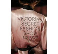 Le défilé Victoria's Secret 2014, côté backstage http://www.vogue.fr/beaute/en-coulisses/diaporama/le-defile-victoria-s-secret-2014-cote-backstage/21424/image/1117522#!4