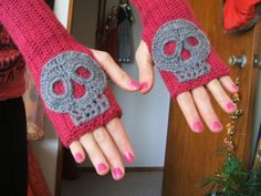 skull mitts (not sure if there is a pattern yet)