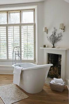 Awesome Modern Bathroom Window Treatments Or 97 Curtain Ideas - bedhome. Elegant Interior Design, Small Bathroom Window, Bathroom Windows, Bathroom Decor, Bathtub Design, Bathroom Window Treatments, Simple Window Treatments, White Shutters, House Interior