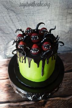 Creepy Halloween Cake |www.sayitwithcake.org | #halloweenmostercake #halloweencakes #monstercake