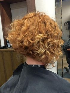 Are you breaking your head over how to style your short curly hair? We gathered the best examples of short curly hairstyles, recommended by stylists for wavy hair textures. Short Permed Hair, Short Curly Haircuts, Short Curly Bob, Curly Hair Cuts, Curly Bob Hairstyles, Short Hairstyle, Short Hair Cuts, Curly Hair Styles, Curly Angled Bobs