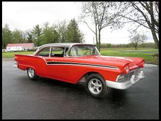 1957 Ford Fairlane the perfect paint combo Ford Motor Company, Car Ford, Ford Trucks, Vintage Cars, Antique Cars, Truck Tailgate, Classy Cars, Man Cave Home Bar, Ford Classic Cars