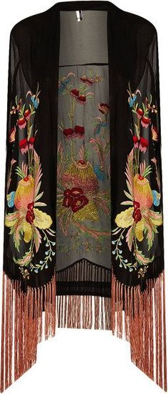 """Pinner Says """"Shawl. Possibly a piano scarf, but if so, incredibly intricate, highly saturated floral that is much more ornate and plush than typical piano scarf"""". Gypsy Style, Boho Gypsy, Bohemian Style, Hippie Boho, My Style, Hippy Chic, Boho Chic, Vestidos Gg, Mode Kimono"""