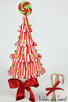 Lollipop and Candy Christmas Tree Cake tutorial