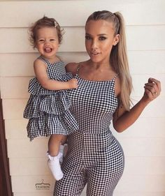 Tammy Hembrow matching outfit with daughter saski Mother Daughter Fashion, Mom Daughter, Mother Daughter Matching Outfits, Matching Family Outfits, Mom And Baby Outfits, Girl Outfits, Fashion Kids, Fashion Maman, Style Feminin