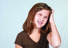 Zabijaci olivy a kokos  Olivový a kokosový olej sú účinné v boji proti vši detskej. Vyrobte si zábal, natrite ním vlasy a opäť ich zabaľte do fólie. Rovnako pôsobí aj silno osolená bravčová masť. Vši neobľubujú ani kombináciu oleja a alpy – zmiešajte tri deci oleja a 3 deci alpy.