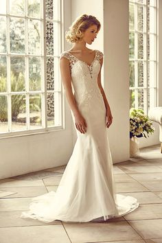 A trumpet style gown with lazer cut applique over tulle.    <strong>Size: </strong>8 – 30 <strong>Colour: </strong>Ivory <strong>Fabric:</strong> Lazer cut applique over Tulle <strong>Style:</strong>Trumpet <strong>Neckline:</strong>V-neck <strong>Laced or Zipped: </strong>Zipped