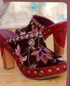good grief I need these. I need these shoes. they took my breath away, and now I'm crying for real. by designer tracy porter Hippie Style, Estilo Hippie Chic, Gypsy Style, Boho Gypsy, My Style, Boho Style, Gypsy Rose, Clogs Shoes, Shoe Boots
