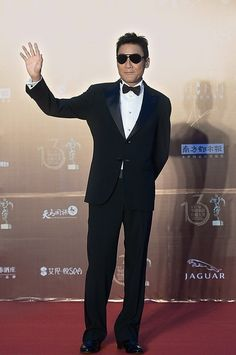 Hong Kong actor Tony Leung Ka-fai waves on the red carpet as he arrives for the 13th Chinese Film Media Awards ceremony in Quanzhou city, China, August 18,  2013.