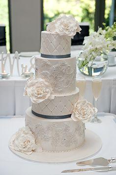 https://pixabay.com/pt/casamento-bolo-de-noiva-bolo-2110546/