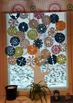 Ekaluokan taikapuu Autumn Crafts, Christmas Crafts, School Decorations, Teaching Art, Art School, Art For Kids, Paper Crafts, Artwork, Painting