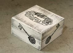 "Vintage box - 4.5 / 4.5 / 2.5 "", $16.00"