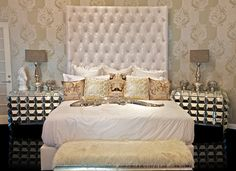 4109 MARILYN MONROE BED Sink into this magnificent bed to feel as gorgeously elegant as the vivacious Marilyn Monroe. The extremely tall headboard brings a feeling of grandeur to the design while the shiny white leather exudes glamor into the room.