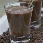 Um delicioso Coquetel de Brigadeiro para servir em festas, até as bebidas podem ser doces!  http://xamegobom.com.br/receita/coquetel-de-brigadeiro/