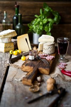 Perfect for tapas Cheese Day, Wine Cheese, Charcuterie, Craving Cheese, Scary Cakes, Culinary Arts, Food Pictures, Food Styling, Great Recipes