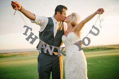 Une belle idée photo pour remercier tous vos proches ! #photography #wedding