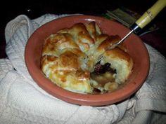 Camembert En Croute' with Cranberries, Pistachios and Bourbon Honey http://thefrontporchgourmet.wordpress.com/2014/01/28/bonus-recipe-national-appetizer-day/
