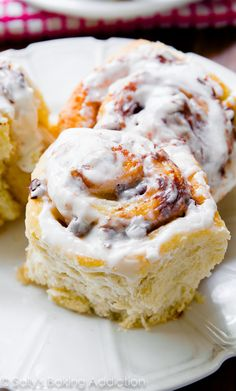 S'mores Cinnamon Rolls - soft, fluffy, and bursting with s'mores flavor in every bite. Trust me, you HAVE to try them! Click for the recipe.... by @sallysbakeblog