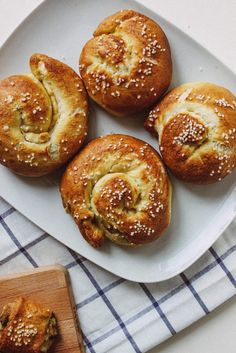 Vegan stuffed Pretzel Rolls | Zucker&Jagdwurst