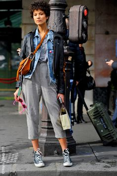 Paris – Ari Westphal Estilo Fashion, Tomboy Fashion, Look Fashion, Fashion Outfits, Looks Street Style, Street Style Women, Mom Outfits, Casual Outfits, Curly Pixie Haircuts