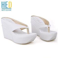 Più il formato 33-45 hot 2015 degli alti talloni delle donne infradito sandali estivi incunea piattaforma pantofole spiaggia di modo della ragazza scarpe slides(China (Mainland))