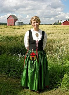 The national costume of Etelä-Pohjanmaa (Southern Ostrobothnia) region. The costume models are reconstructions of century fashion. They are based on excavations and other sources in a given area. Ethnic Outfits, Ethnic Dress, 18th Century Fashion, Costume Patterns, Folk Fashion, Folk Costume, People Of The World, Fashion History, Traditional Dresses