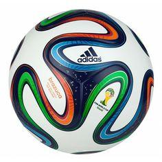 De @adidas #Brazuca Top Replique voetbal is een replica van de officiële wedstrijdbal die gebruikt wordt tijdens het WK2014 in Brazilië. #dws