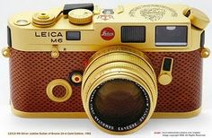 LEICA Sultan of Negeri Brunei Darussalam Silver Jubilee Gold Edition w/brown leatherette Leica Camera, Film Camera, Camera Lens, Photography Reviews, Camera Photography, Photography Tips, Old Cameras, Vintage Cameras, Marketing Innovation
