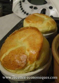 Recette du soufflé au thermomix : gruyère roquefort , une entrée rapide, légère et gonflée! Idéal pour débuter un repas, à adapter avec plusieurs fromages.