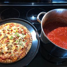 Canning Pizza or Spaghetti Sauce from Fresh Tomatoes Canning Pizza Sauce, Tomato Pizza Sauce, Canned Tomato Sauce, Italian Recipes, New Recipes, Pizza Recipes, Favorite Recipes, Spaghetti Sauce, Spaghetti Pizza