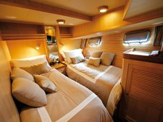 Hotel quality boat bedding Raeline Upholstery can achieve this look for your boat - contact us at www.raelineupholstery.com.au