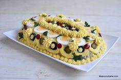 tutorial decorare salata de boeuf explicat pas cu pas - cum se orneaza salata - Olivier Salad Finger Food Appetizers, Finger Foods, Appetizer Recipes, Sweet Sixteen, Best Sandwich Recipes, Christmas Salad Recipes, Nook Dining Set, Sandwiches For Lunch, Spice Cookies