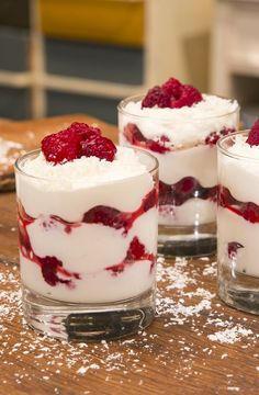 Mascarpone-Himbeerquark Mascarpone – raspberry – quark, a very delicious recipe in the category creams. Mini Desserts, Easy Desserts, Dessert Recipes, Dessert Simple, Cake Mascarpone, Brunch, Eat Dessert First, Cheesecake, Cupcakes