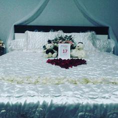 Dekorasi kamar pengantin  fresh flower. Masih harga proml 1.2 jt sd dp agustus ini. Thx to dhina di pekayon(siraman 17.08.16)  by StarAngela Wedding Organizer  Info Pin BB : sherlyag / 55070261 WA : 085718275578 Mutiara Gading City D03/1 - Bekasi http://ift.tt/24yirgC  #wedding #pernikahan #resepsi #akadnikah #pemberkatan #holymatrimony #weddingku #bridestory #thebridestory #weddingvendor #vendorpernikahan #catering #dekorasi #weddingorganizer #wo #wojakarta #jakarta #bekasi #tangerang…