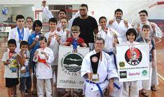 Karatê itapirense brilha em Pirassununga - http://acidadedeitapira.com.br/2015/11/06/karate-itapirense-brilha-em-pirassununga/