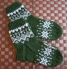 Pia Tuonosen neuleblogi: Talviyö- sukat Crochet Socks, Knitting Socks, Baby Knitting, Knit Crochet, Woolen Socks, Winter Socks, Stocking Tights, My Socks, Knitting Charts