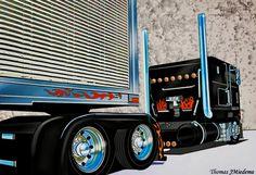 Pressed out Show Ride slammed and Truckin Come On. Big Rig Trucks, Cool Trucks, Semi Trucks, Custom Big Rigs, Custom Trucks, Tractor Drawing, 6x6 Truck, Freightliner Trucks, Truck Paint