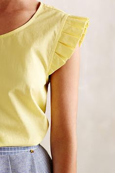 Love the extra, feminine detail on the sleeves Kurti Sleeves Design, Sleeves Designs For Dresses, Sleeve Designs, Kurta Designs Women, Blouse Designs, Look Fashion, Fashion Outfits, Mellow Yellow, Yellow Top