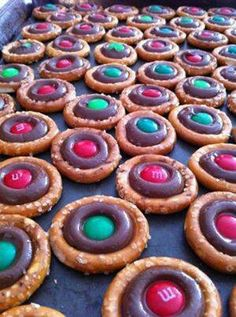 Christmas Pretzels...can maybe do with Rolo's!!!!