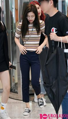 20 more jennie kim fashion casual - jennie kim mode lässig jennie kim fashion casual - Photography fashion casual - Classic fashion casual - Aesthetic fashion casual Blackpink Outfits, Kpop Fashion Outfits, Korean Outfits, Trendy Outfits, Fashion Idol, Blackpink Fashion, Asian Fashion, Trendy Fashion, Trendy Style
