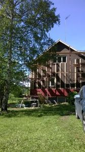 New siding going up on an old rintamiestalo in southern Finland currently under renovation Remontti rintamiestalo Uusimaa Lohja Suomi Finland, Home Remodeling, Southern, Cabin, House Styles, Places, Cabins, Cottage, Wooden Houses