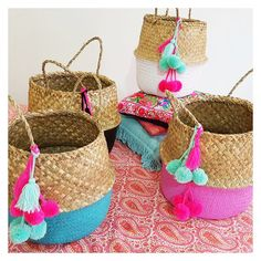 Set of 4, 5 or 6 woven straw baskets / beach bags / tote bags with super cute…
