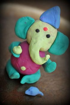 DIY Ganesha made from Plah-doh - Hobbies paining body for kids and adult Clay Crafts For Kids, Hobbies And Crafts, Diy For Kids, Clay Ganesha, Ganesha Art, Jai Ganesh, Ganesha Painting, Lord Ganesha, Clay Modelling For Kids