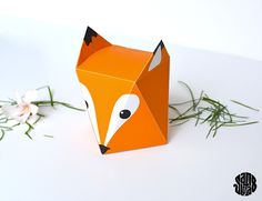 On peut essayer une petite boite FOX si ça vous dit ! La Fox Box (free printable) - Sanglota.com Origami Paper Art, Origami Box, Diy Paper, Paper Crafts, Creative Gift Wrapping, Creative Gifts, Wrapping Ideas, Fox Crafts, Arts And Crafts