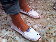 alpargatas Diy Fashion, Trendy Fashion, Fashion Shoes, Summer Shoes, Summer Outfits, Espadrilles, Fabric Shoes, Shoe Closet, Shoe Collection