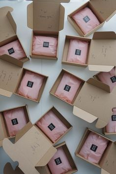 iebis - packing up Etsy orders! Clothing Packaging, Jewelry Packaging, Fashion Packaging, Cute Packaging, Soap Packaging, Packaging Ideas, Brownie Packaging, Clay Earrings, Polymer Clay Jewelry