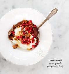 A nutritious pomegranate & granola breakfast bowl... yum!