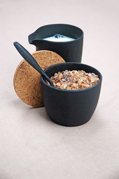 DASH & DULCE. Milk & Sugar set, based on bamboo-fiber material. with cork lid. Carbon Black