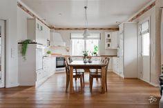 Valoisa tupakeittiö Decor, Furniture, Table, Home Decor, Kitchen